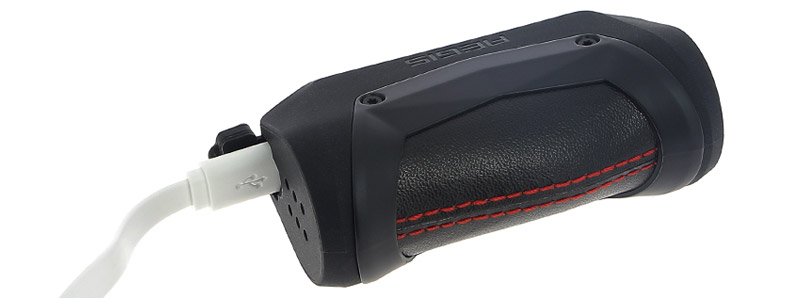 El puerto micro-USB de la caja Aegis Mini de Geek Vape