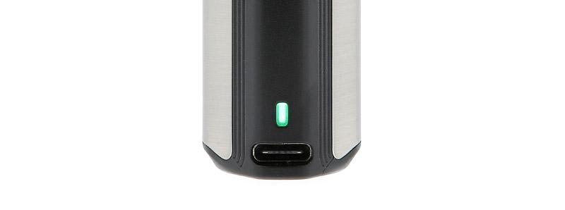 Le port USB-C et la LED de la batterie Exceed X par Joyetech