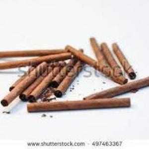 proche du cigariot brun